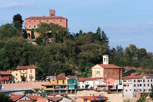 Il castello di Monteu Roero.
